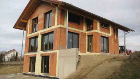 Einfamilienhaus mit Einliegerwohnung in Finning